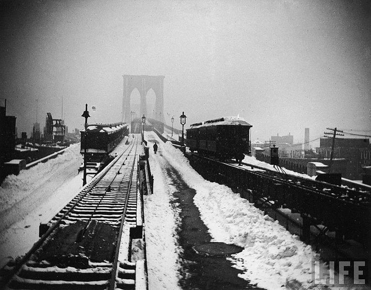17 mag 14 765px-Brooklyn_Bridge_snowy