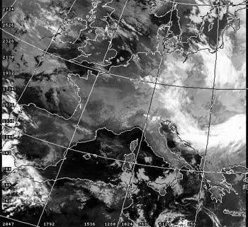 La foto è stata scattata il 10 dicembre 1984 e riprende la massima nuvolosità della seconda crisi al permanere del bel tempo. Fonte immagini satellitari Università di Dundee.