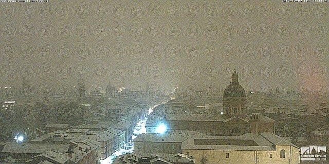 Neve in Val Padana la sera del 7 Dicembre 2012. Fonte reggioemiliameteo.it.